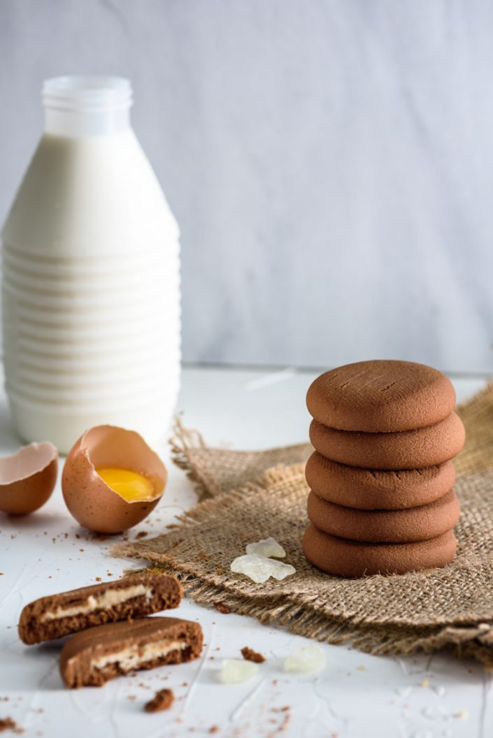 Cookies with milk, eggs and mastiha oil