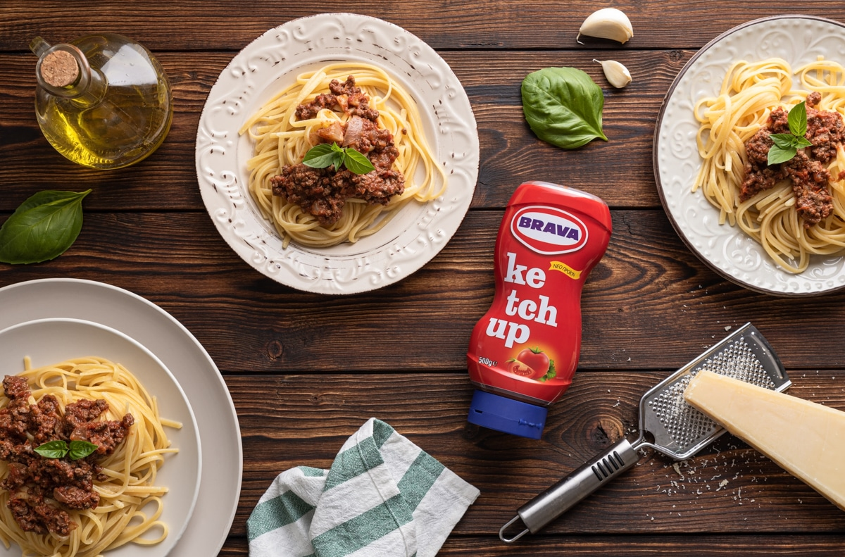 Linguini Bologneze with Brava ketchup on wood